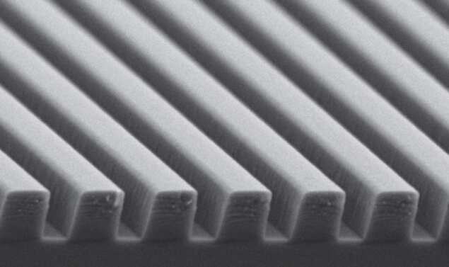 Pillars of light: Scanning electron microscope image of the device.