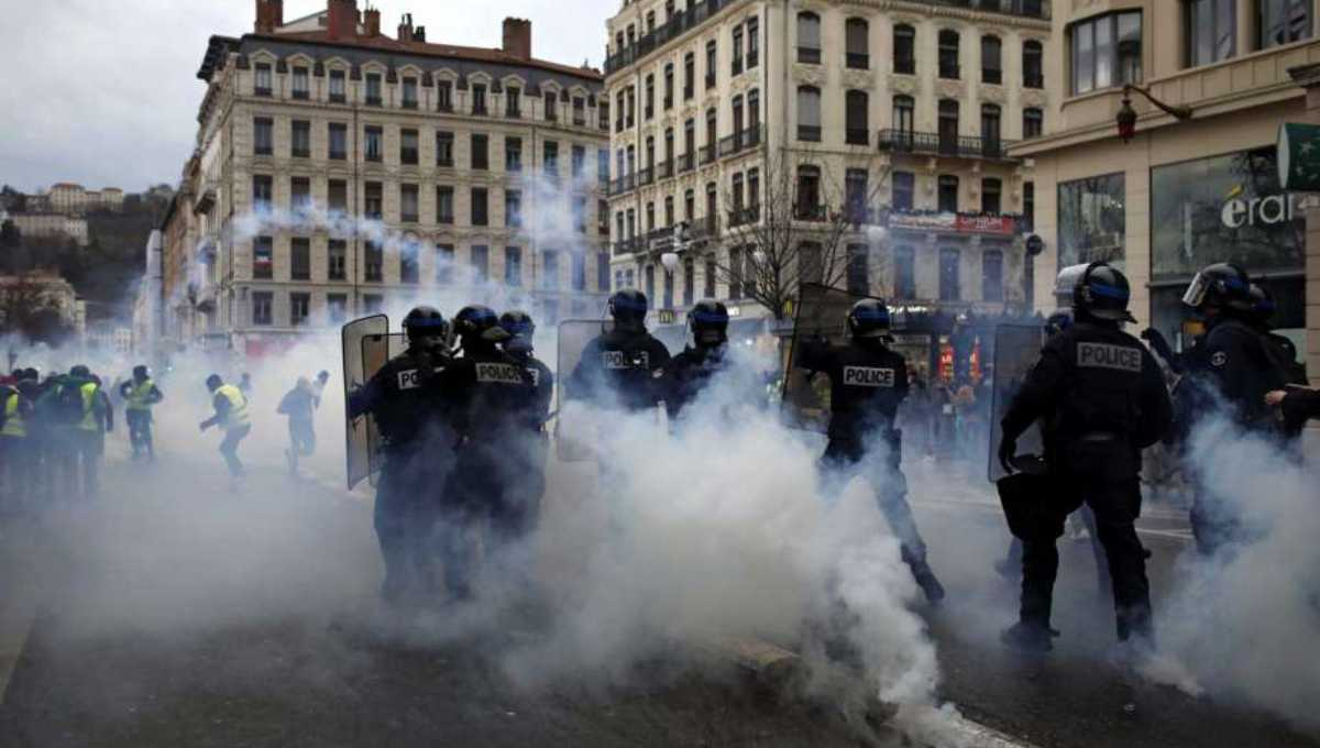 Pressure mounting on French leader over protests