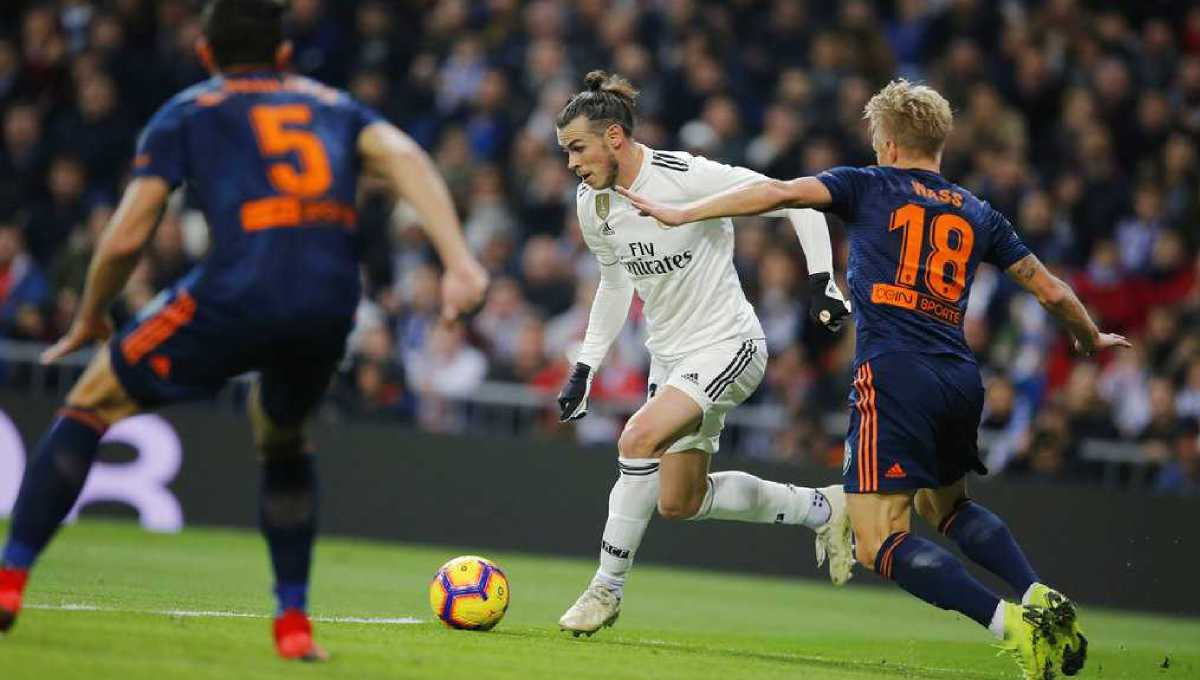 Real Madrid beats Valencia 2-0 to rebound in Spanish league