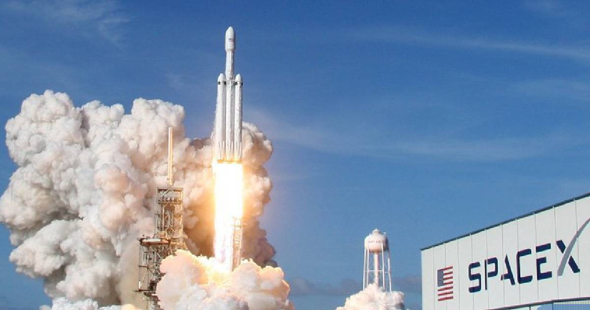 SpaceX rocket ,  Starlink satellites ,  U.S. private space company ,  Cape Canaveral Air Force Station