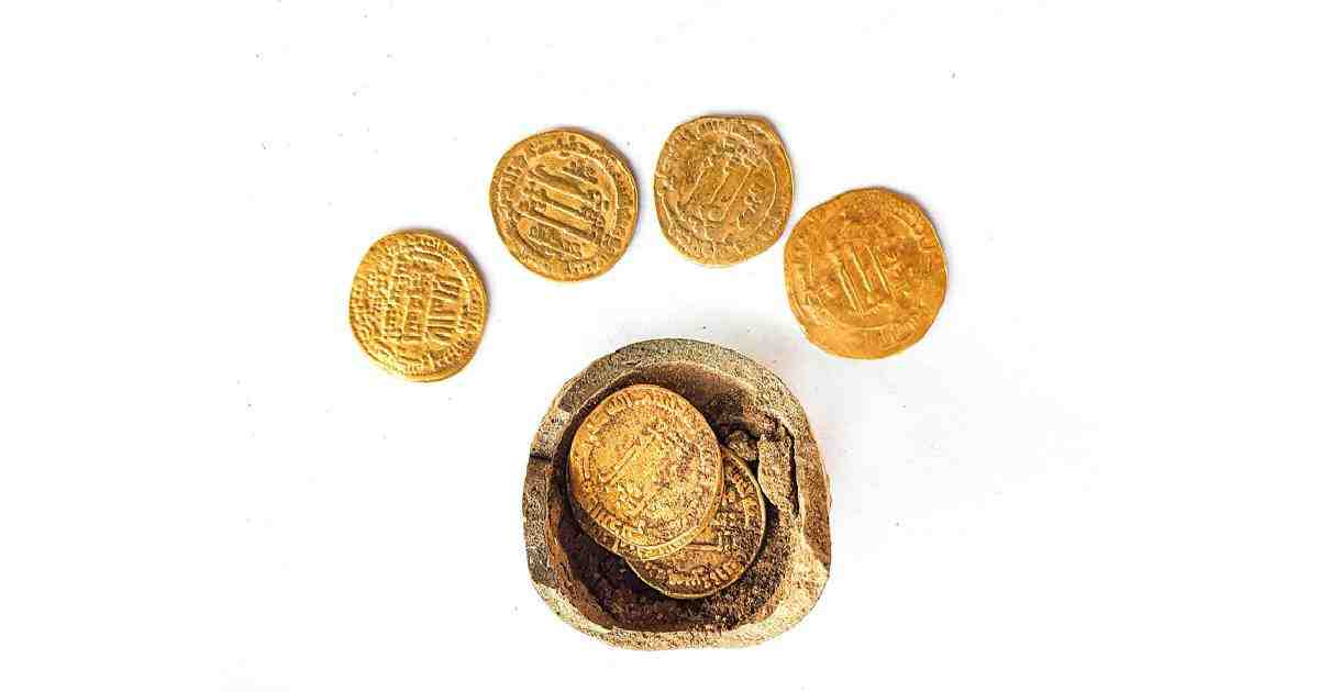 Early Islamic gold coins found in Israel