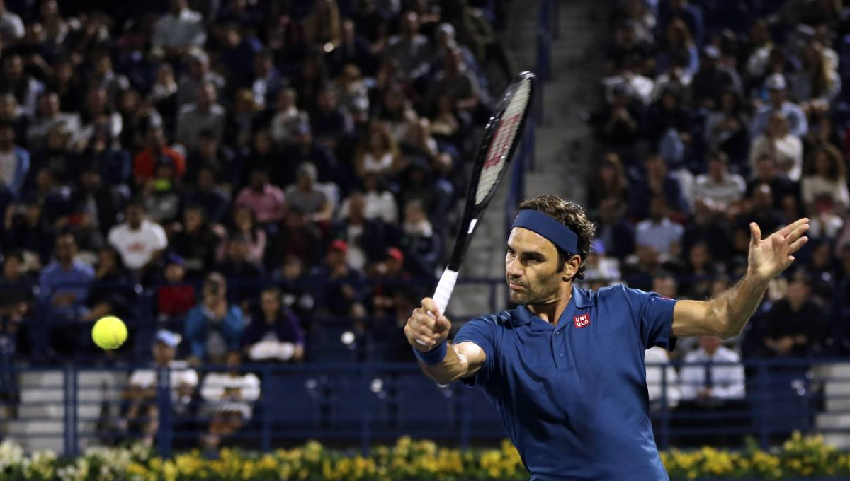 Federer reaches semis in Dubai as he chases 100th title