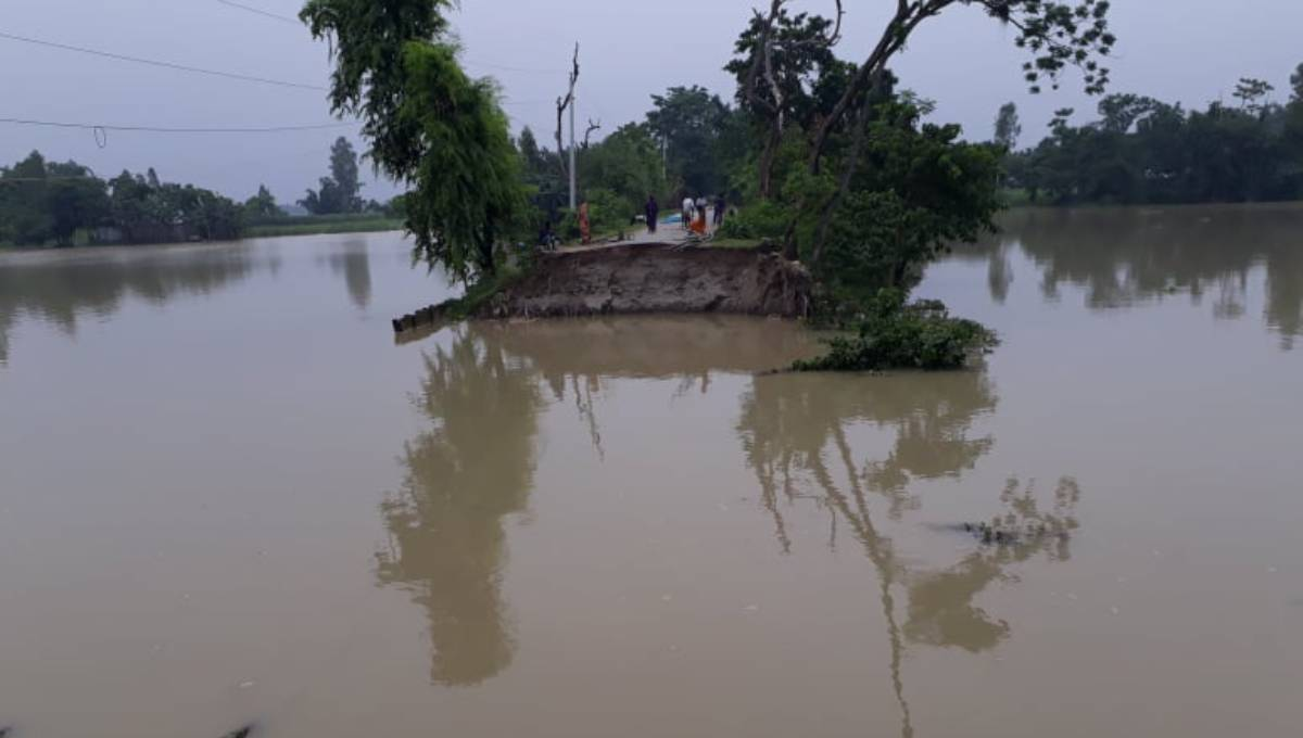 Communications with 4 villages snapped as erosion devours road in Lalmonirhat
