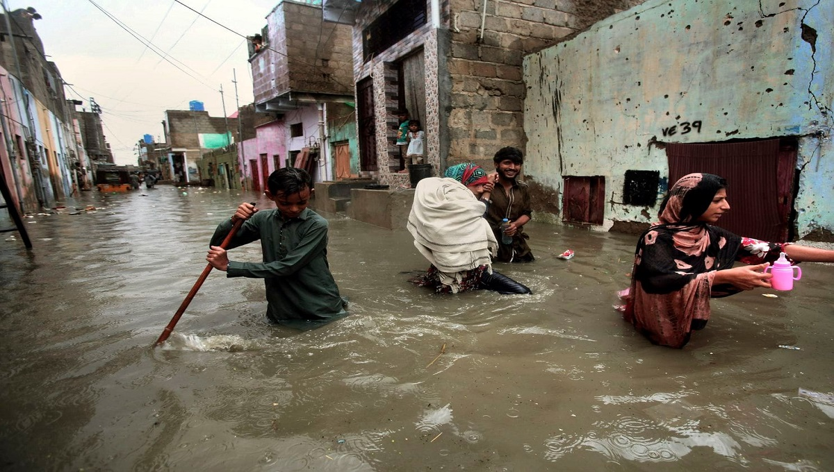 Monsoon rains inundate Pakistan, cause 17 deaths