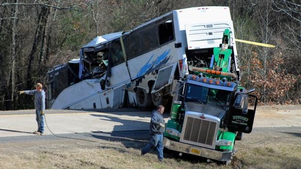 1 child dead, 45 people hurt in Arkansas charter bus crash
