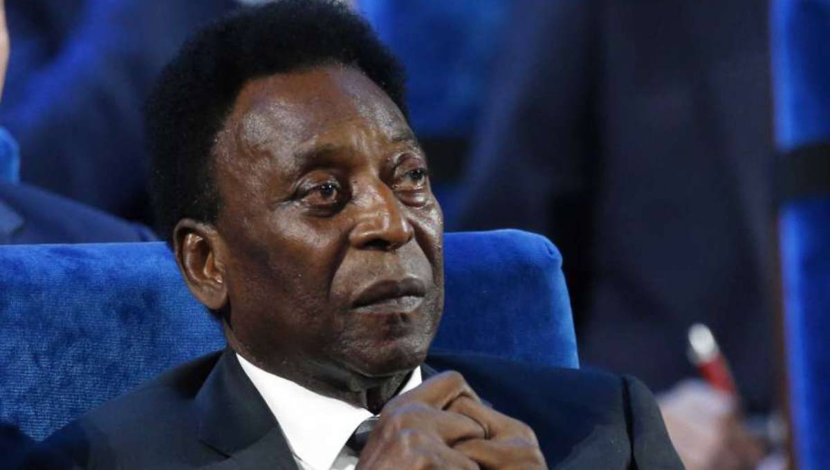 Brazil's Pele undergoes surgery for removal of kidney stone