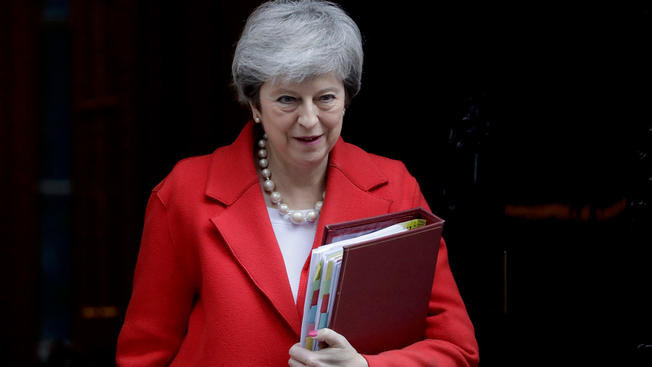 UK lawmakers vote to hold prime minister to Brexit promises