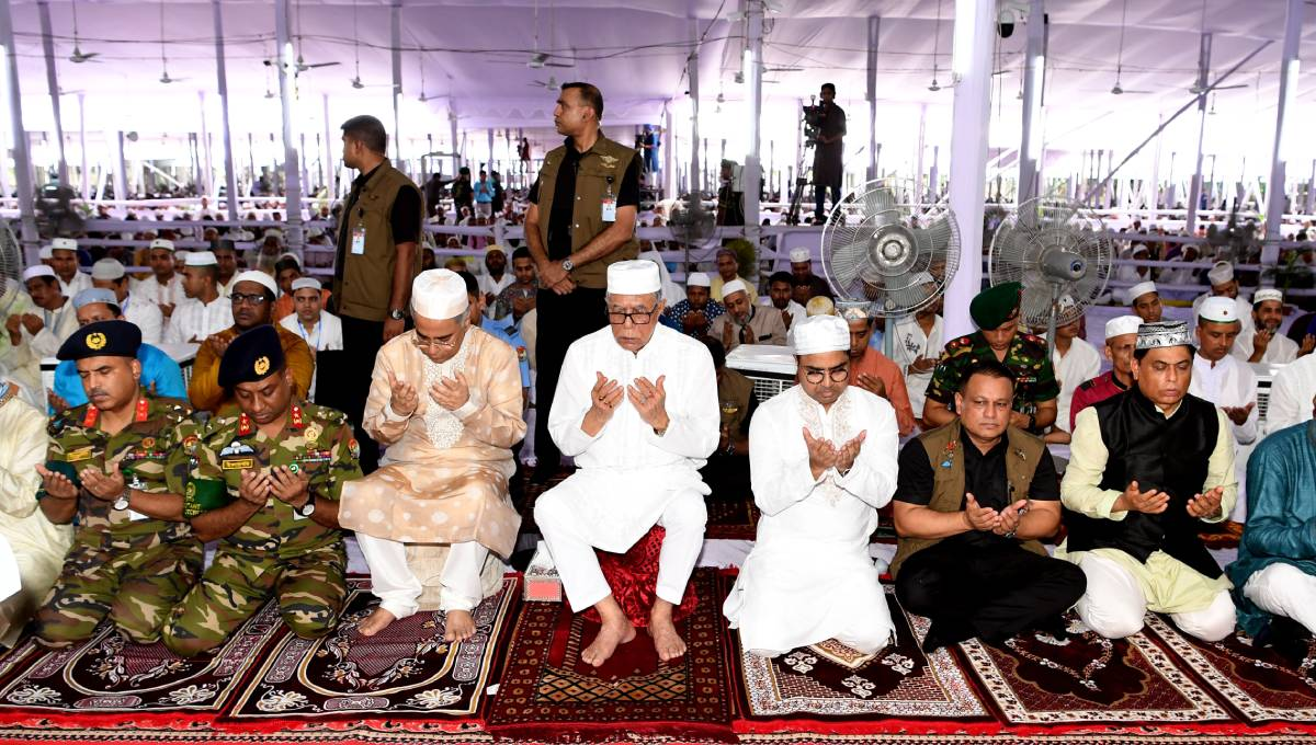 President offers Eid prayers