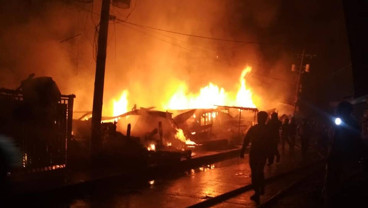 13 shops gutted in Chattogram fire