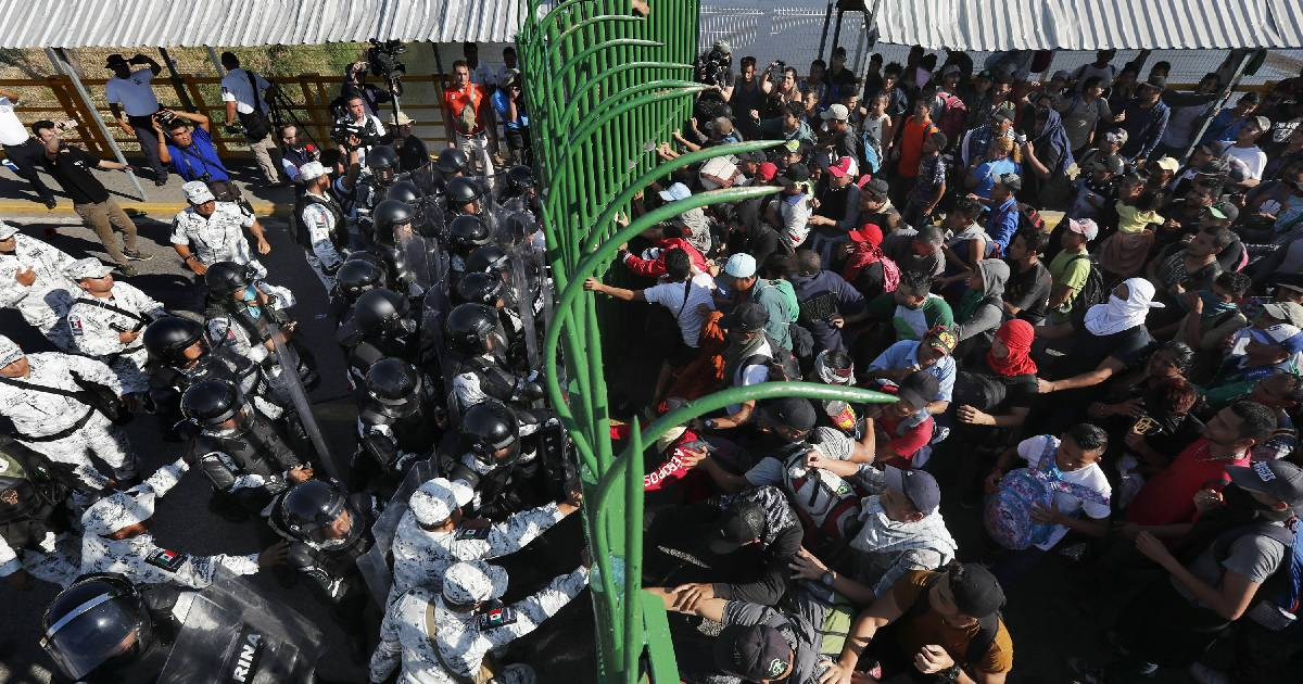 Central American migrants ,  Guatemala-Mexico border ,  Guatemalan authorities ,  Mexican National Guardsmen