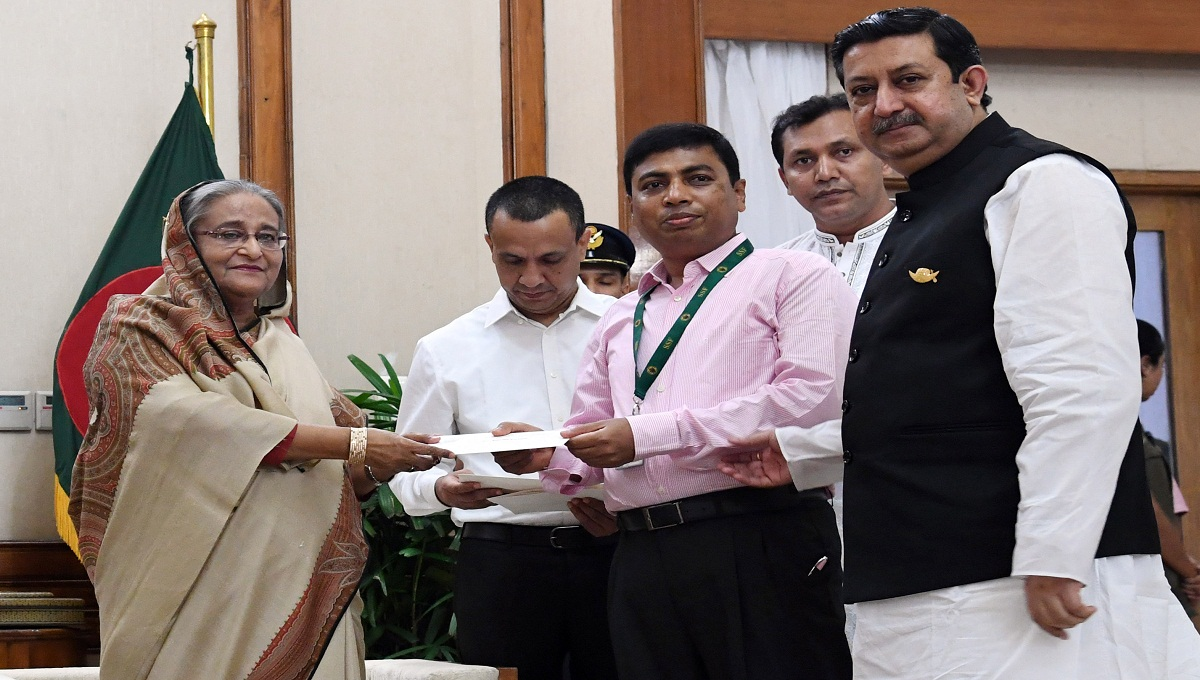 PM donates Tk 15cr to Khulna Child Hospital