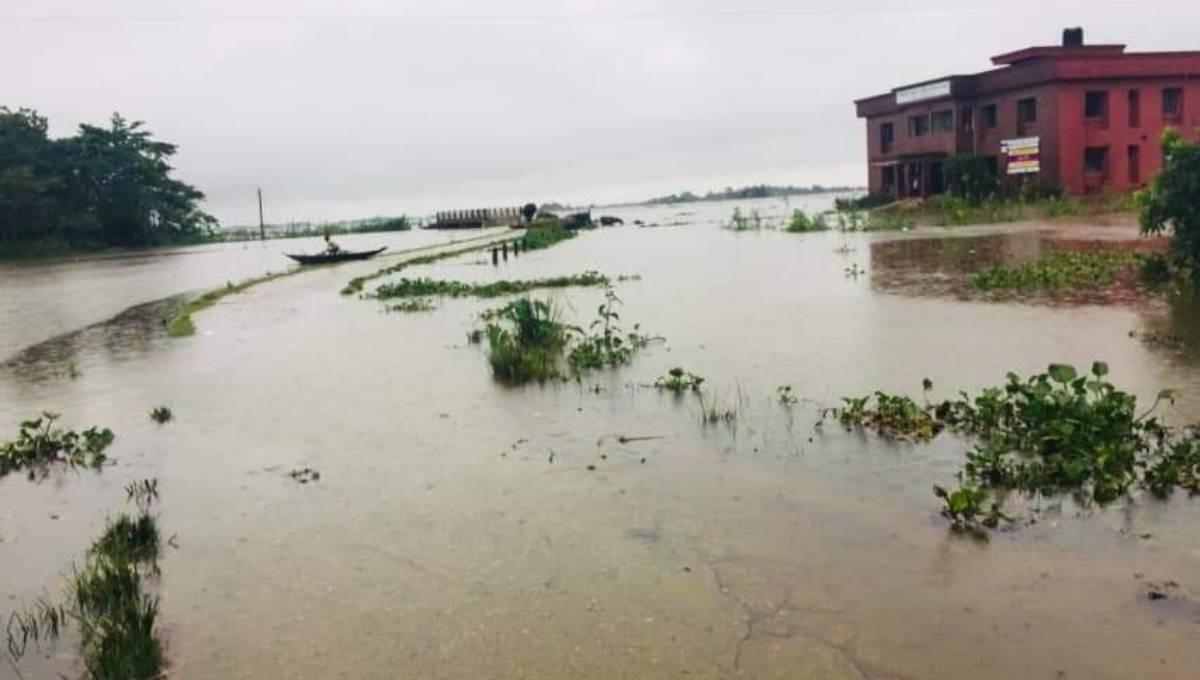 Teesta, Dharla flow above danger level; 12,000 families stranded in Lalmonirhat