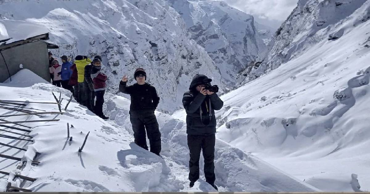 Mount Annapurna trekking route ,  hiking trail ,  Mount Annapurna ,  avalanche