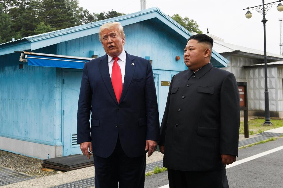Trump becomes 1st US leader to step into NKorea, meets Kim