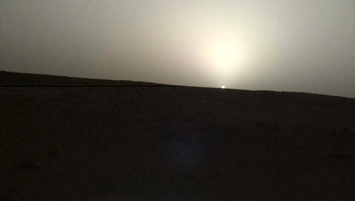 NASA's InSight lander captures sunrise, sunset on Mars