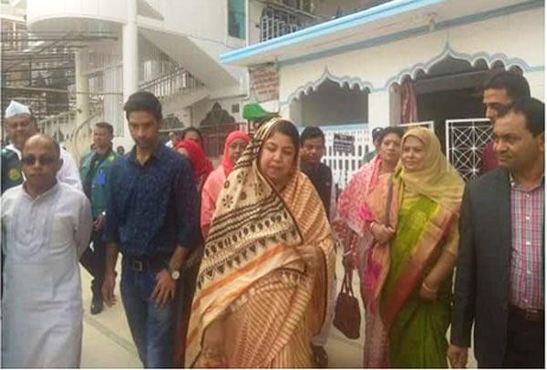 Speaker Shirin Sharmin visits mazars in Sylhet