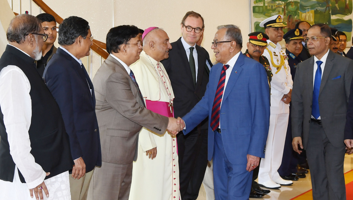 President flies to London for check-up
