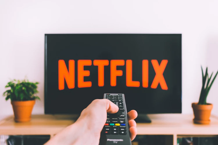 5 Insightful Netflix Shows About Your Next Muslim-Friendly