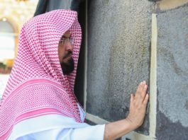 Holy mosques to reopen soon