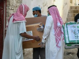 Ramadan - Iftar meals in Haram, Nabawi Mosques distributed to people