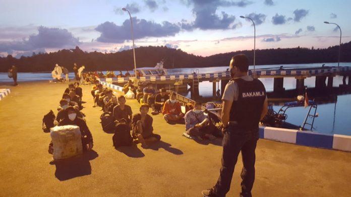 Bakamla amankan TKI yang akan masuk RI dari Malaysia secara ilegal