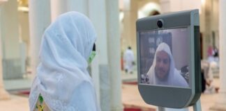 Hajj1441 - Fatwa Robot serves pilgrims under health protocols