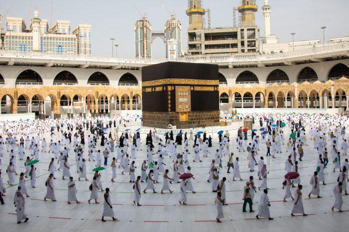 Saudi Arabia gradually resumes umrah from Oct. 4