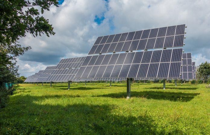 Pemerintah akan kembangkan taman panel surya di wilayah timur