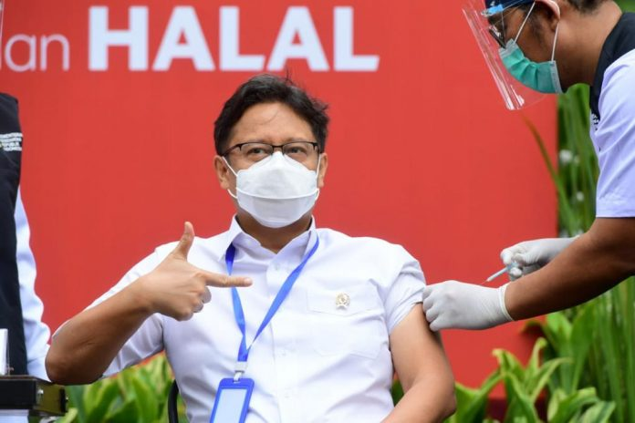 COVID-19 – Indonesia starts vaccinating elderly health workers
