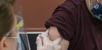 COVID-19 – Vaksinasi pekerja publik dimulai 17 Februari