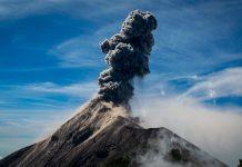 Gunung berapi Jepang muntahkan gumpalan abu, masyarakat diperingatkan