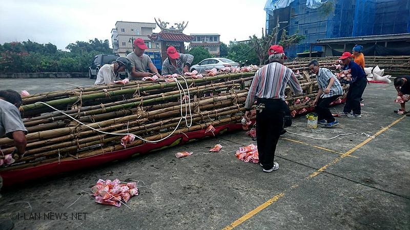 白鹿颱風間歇性陣風造成頭城搶孤飯棧倒榻!