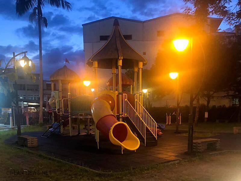 宜蘭奕順軒旁兒童小公園有蛇 卻碰上EQ不好消防人員!