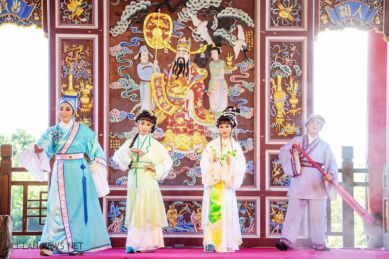 《白蛇傳》是中國著名民間傳說,描述的是修煉成人形的蛇妖「白娘子」與凡人「許仙」的曲折愛情故事。
