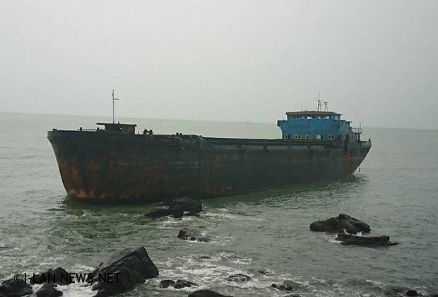 幽靈船漫遊太平洋 擱淺大溪沿岸海邊
