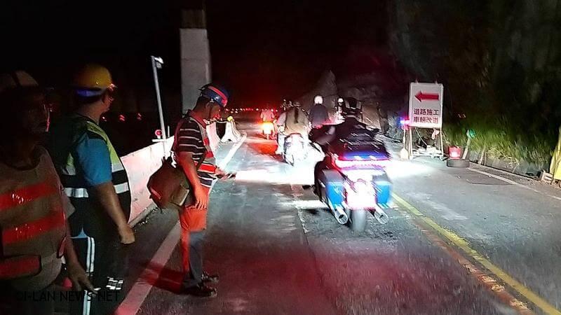 蘇花公路台9線149.7K(漢本路段)落石,已於晚間8時搶通單線雙向通行。