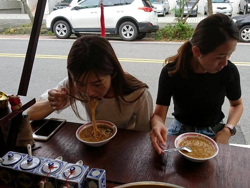 蚵仔麵線、大腸麵線 傳統美食麵線糊!