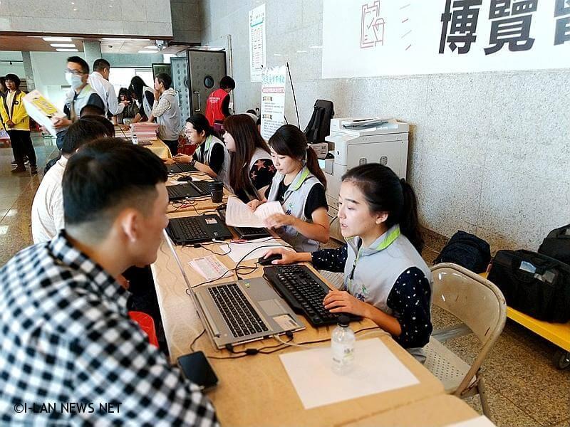 這次活動特別與羅東就業中心合作採用無紙化作業,有效縮短面試時程。