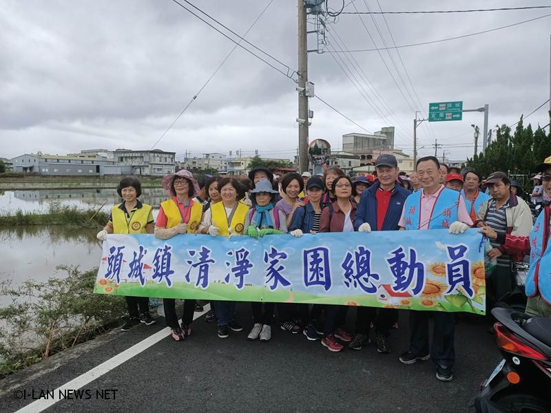 一日環保志工約300人響應,清淨家園總動員。