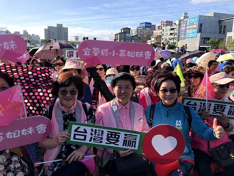 蔡英文說台灣的主權在在台灣人民手上要牢牢守住!