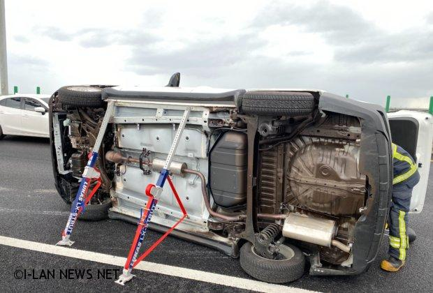 國道5號自小客車側翻 66歲老婦安然無恙被救出