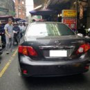三寶駕車進入羅東鎮中正街 造成行人機車動彈不得
