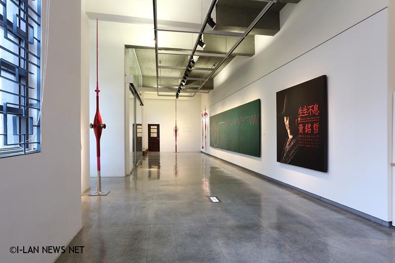 第九名的《生生不息─黃銘哲個展》,則聚焦於黃銘哲回到宜蘭以後「生生不息」的系列作品。