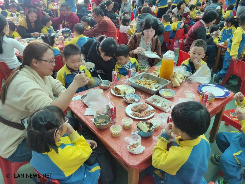 五鄉幼兒園配合教學情境舉辦歲末迎春圍爐