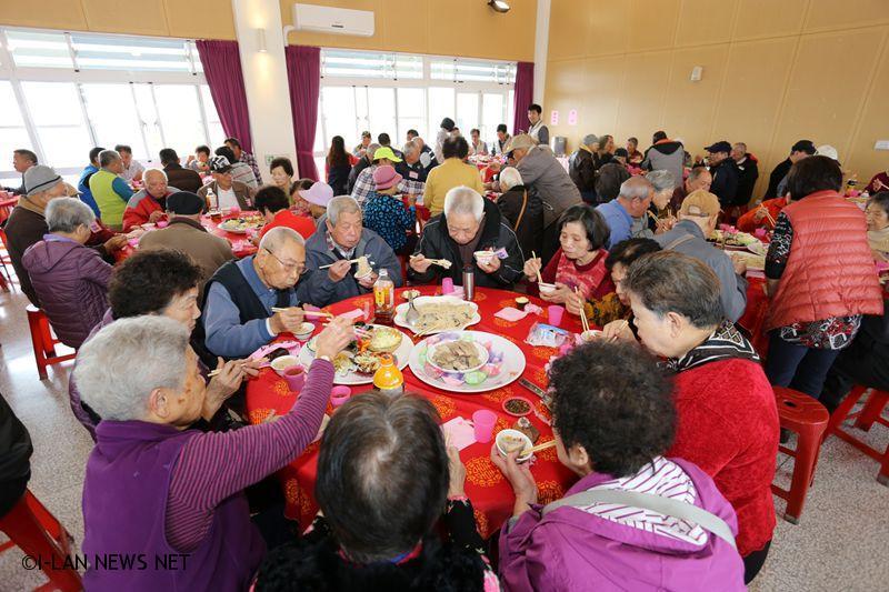 藉由餐會建構公私協力的社福平台,使社會暖流與公部門相互結合,注入需要照顧的弱勢家戶。