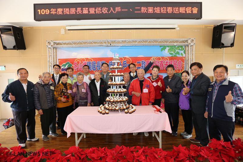 今年特別邀請冬山鄉樂齡學習中心南興分部進行舞蹈表演,輕快樂曲,營造溫馨、團圓的愉悅氣氛。