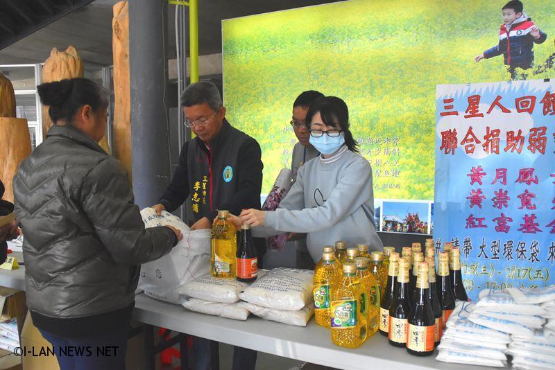 三星子弟回饋鄉里捐贈民生物資給低收入戶