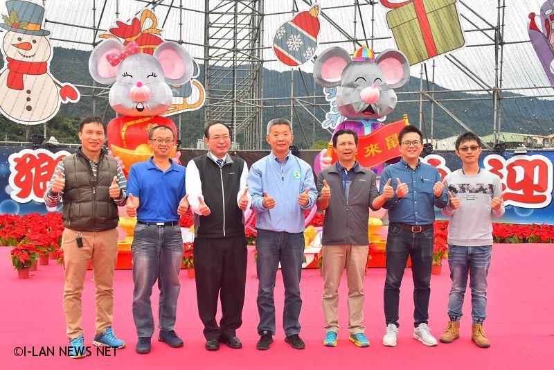 除了豐富的稻草藝術裝置,公所還委託獄方製作鼠來寶生肖主題花燈迎接新年。