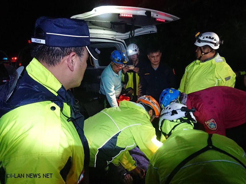 女登山客登山失蹤 警義消及時搜救送醫!