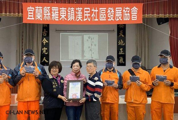 羅東漢民社區媽媽們贈送手工口罩給清潔隊員「祝甘心」!